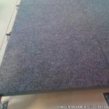 instalação de piso elevado com carpete CHOPINZINHO