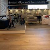 piso vinílico imitando madeira
